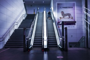 escalators-1838971_1920